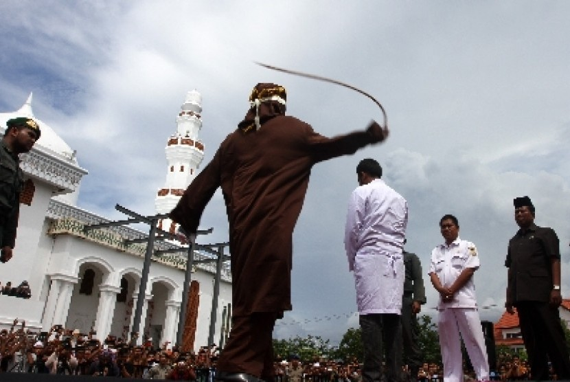 Hukum Cambuk Di Aceh Bagi Pelaku Judi dan Pelecehan Seksual